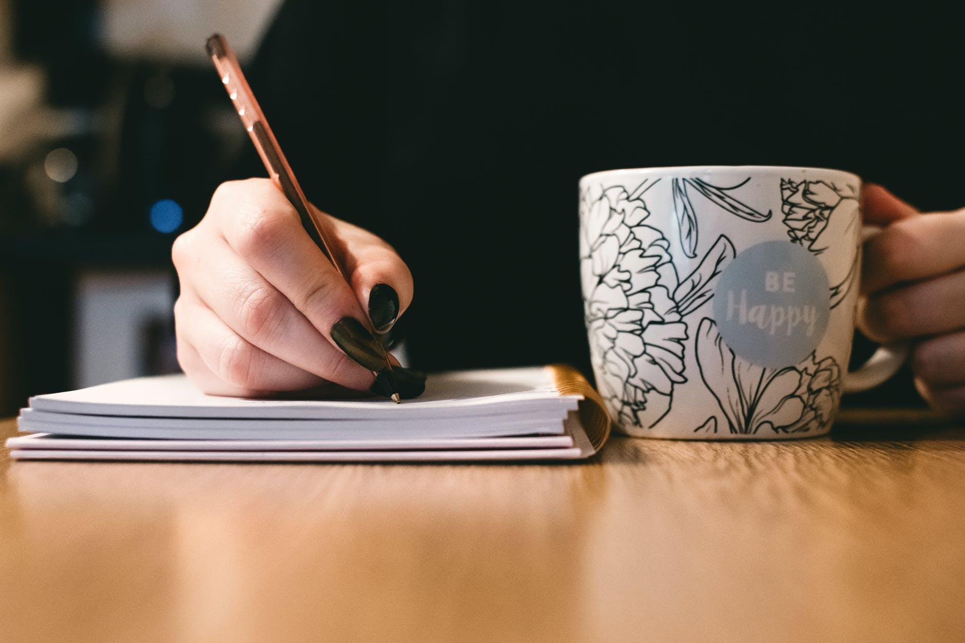 escrevendo com cafe